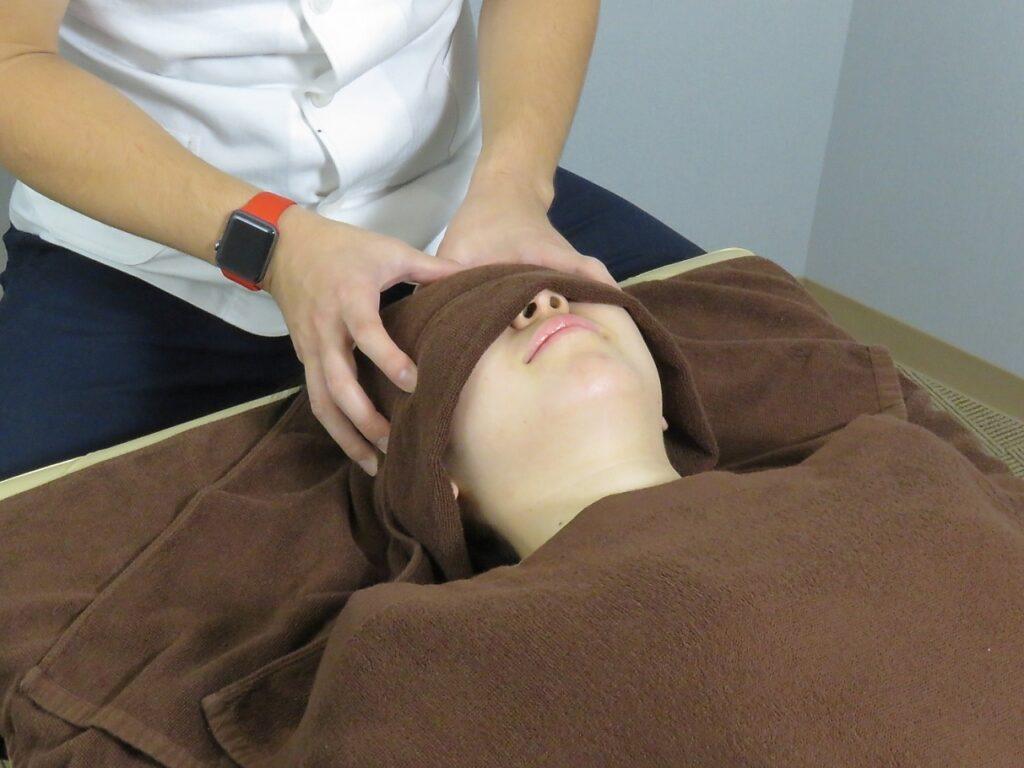 頭部の施術の画像